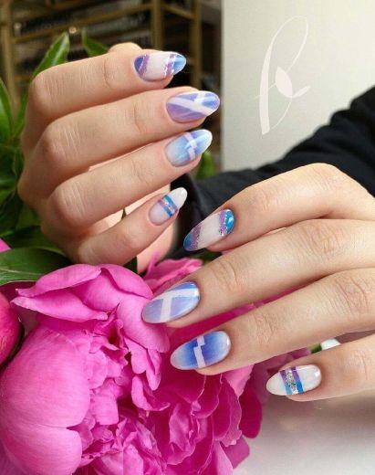 Маникюр с дизайном ногтя от студии красоты в Днепре