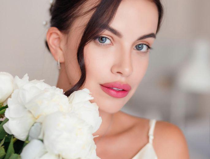 Нежный макияж от визажиста салона красоты