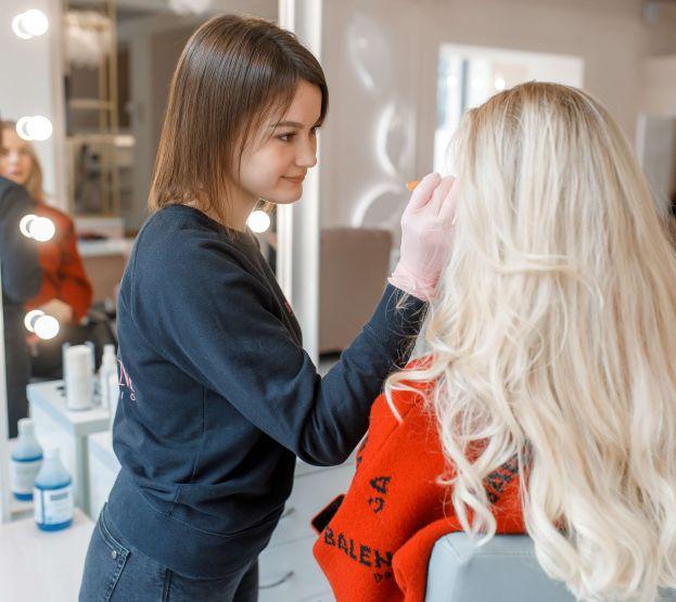 Уход и коррекция бровей в салоне красоты в Днепре